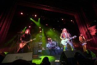 the-darkness-regency-ballroom-sf-02